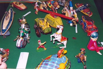 Exhibit_Tin_toys2